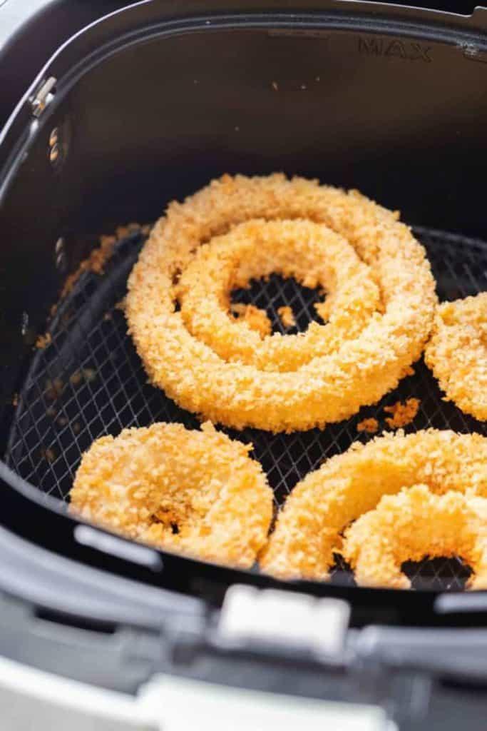 Air-fryer-frozen-onion-rings-3